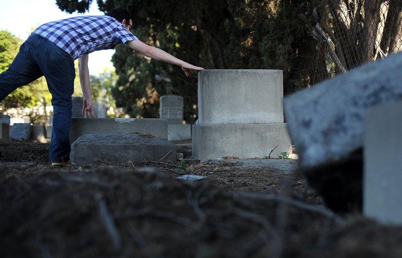 At Lamed Shapiro's Grave in East LA (Wally Skalij/Los Angeles Times)